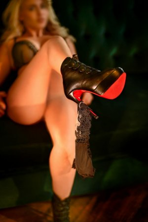 Dita live escorts in Branson