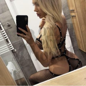 Cathya call girls in Arkansas City