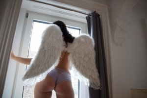Sanja escort in Fairfield IA
